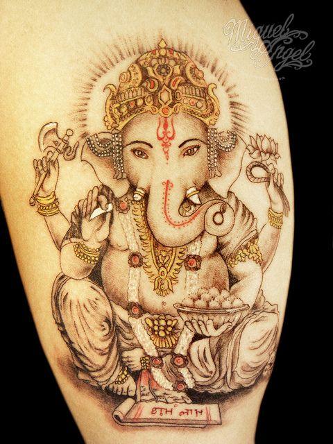 exemple tatouage cuisse femme divinité ganesh