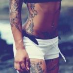 exemple tatouage cuisse femme phrase sur plusieurs lignes