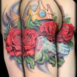 idee tattoo bras roses rouges diamant couronne