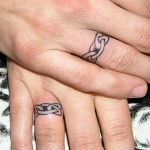 idee tattoo doigt anneau celte pour couple