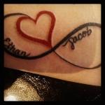idee tattoo prenom coeur et signe infini