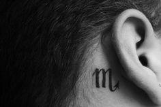 idee tattoo scorpion derriere oreille signe astrologique