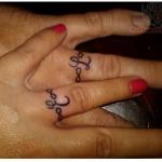 modele tatouage anneau couple doigt