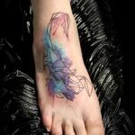 modele tatouage scorpion aquarelle pastel et couleur sur le pied
