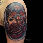 photo tattoo feminin bras visage de femme et tete de mort avec rose