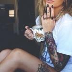 photo tattoo feminin cuisse 2 belles fleurs mandala