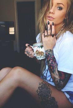 exemple tatouage cuisse femme divinité ganesh. photo tattoo feminin cuisse 2 belles fleurs mandala