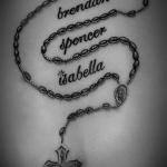 photo tattoo feminin prenom enfants avec chapelet et croix