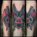 tatouage femme bras couleur animal