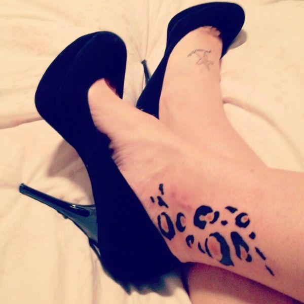 tatouage femme cheville imprimé leopard