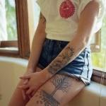 tatouage femme cuisse arbre de vie
