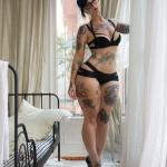 tatouage femme cuisse portraits manga dessin anime et papillons