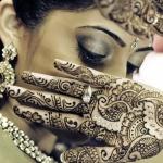 tatouage femme doigts et mains henne