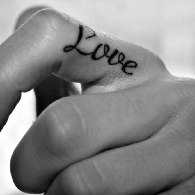 Tatouage femme doit love sur le cote de l index tatouage femme - Tatouage doigt prix ...
