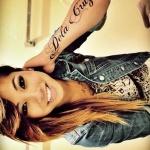 tatouage femme prenom belle ecriture sur avant bras