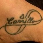 tatouage femme prenom pied avec coeur et arabesque