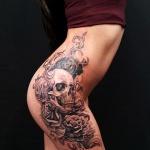 tatouage femme tete de mort cuisse