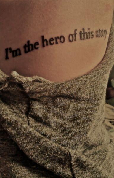 exemple tatouage phrase femme flanc en anglais sur une ligne