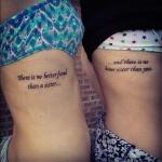 modele tatouage phrase famille sur les cotes