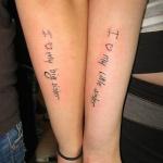 photo tattoo feminin phrase famille entre soeurs