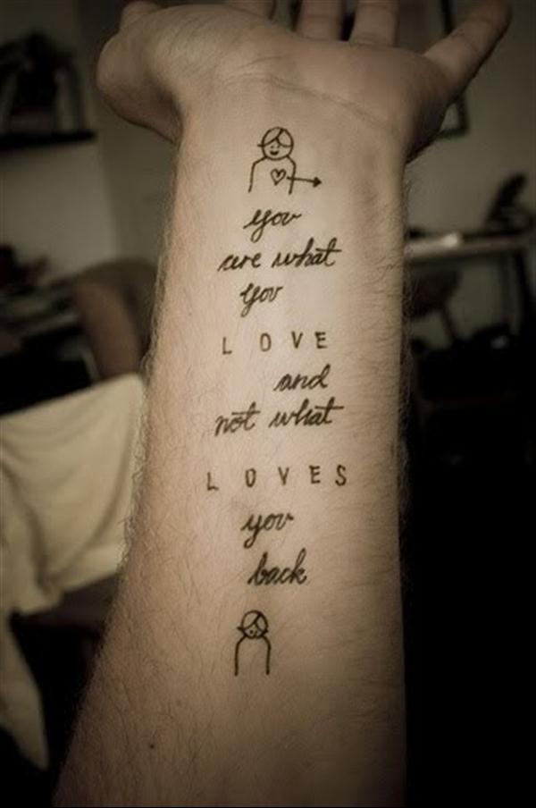 phrase tatouage femme sur interieur avant bras