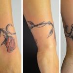 tatouage feminin bracelet rose rouge avec tige