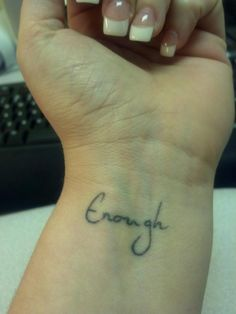 tatouage femme poignet mot anglais