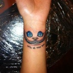 tatouage poignet chat du cheshire