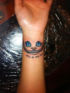 Tatouage poignet chat du cheshire tatouage femme - Tatouage chat poignet ...