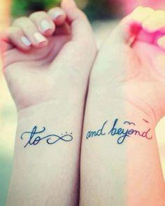 tatouages 2 poignets phrase et symbole infini