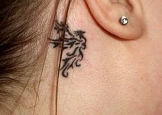 exemple tatouage phoenix tribal femme derriere l oreille