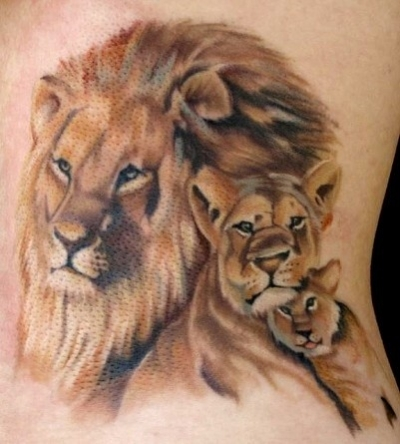 idee tatoo femme famille lion lionne et lionceau couleur