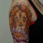 modele tatouage lion avec fleur demi machette