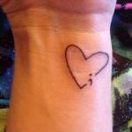modele tatouage point virgule contour d un coeur