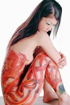 photo tattoo feminin phoenix rouge et orange dos et cuisse