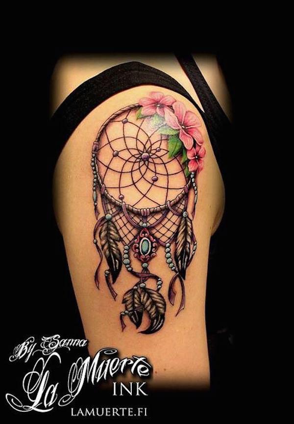 Beau tatouage attrape reve fille hanche et cuisse tatouage femme - Signification attrape reve tatouage ...