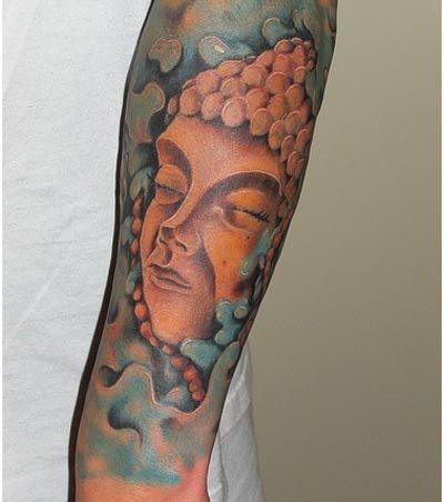 bouddhisme femme a tatouer manchette