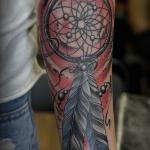 exemple tatouage attrape reve femme bras couleur