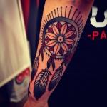 exemple tatouage attrape reve indien femme avant bras couleur
