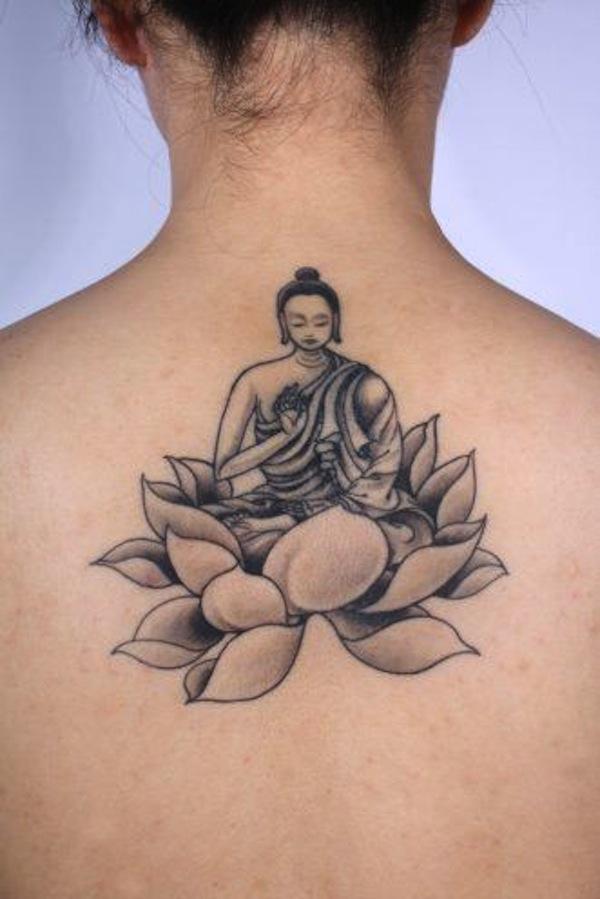 fleur de lotus femme a tatouer en dessous de la nuque haut du dos avec bouddha tatouage femme. Black Bedroom Furniture Sets. Home Design Ideas