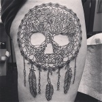 idee tatoo femme amerindien avec tete de mort