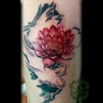 idee tatoo femme fleur de lotus bras