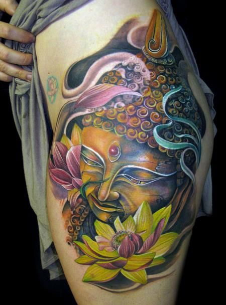 idee tattoo bouddha femme hanche et cuisse couleur
