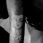 modele tatouage bouddha interieur bras fleur de lotus