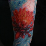 modele tatouage fleur de lotus style asiatique bras