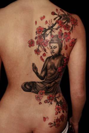 photo tattoo feminin bouddhiste dos avec fleurs de cerisier
