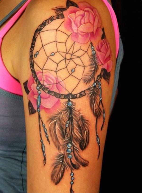 tatouage femme attrapeur de reve plume et perles bleues avec 3 roses