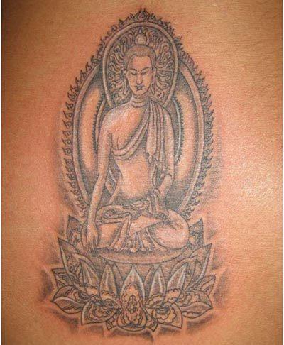 tatouage femme boudhisme thailandais grande fleur de lotus