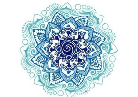 tatouage femme fleur de lotus symbole 2 bleus
