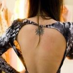 tatouage femme lotus discret dos